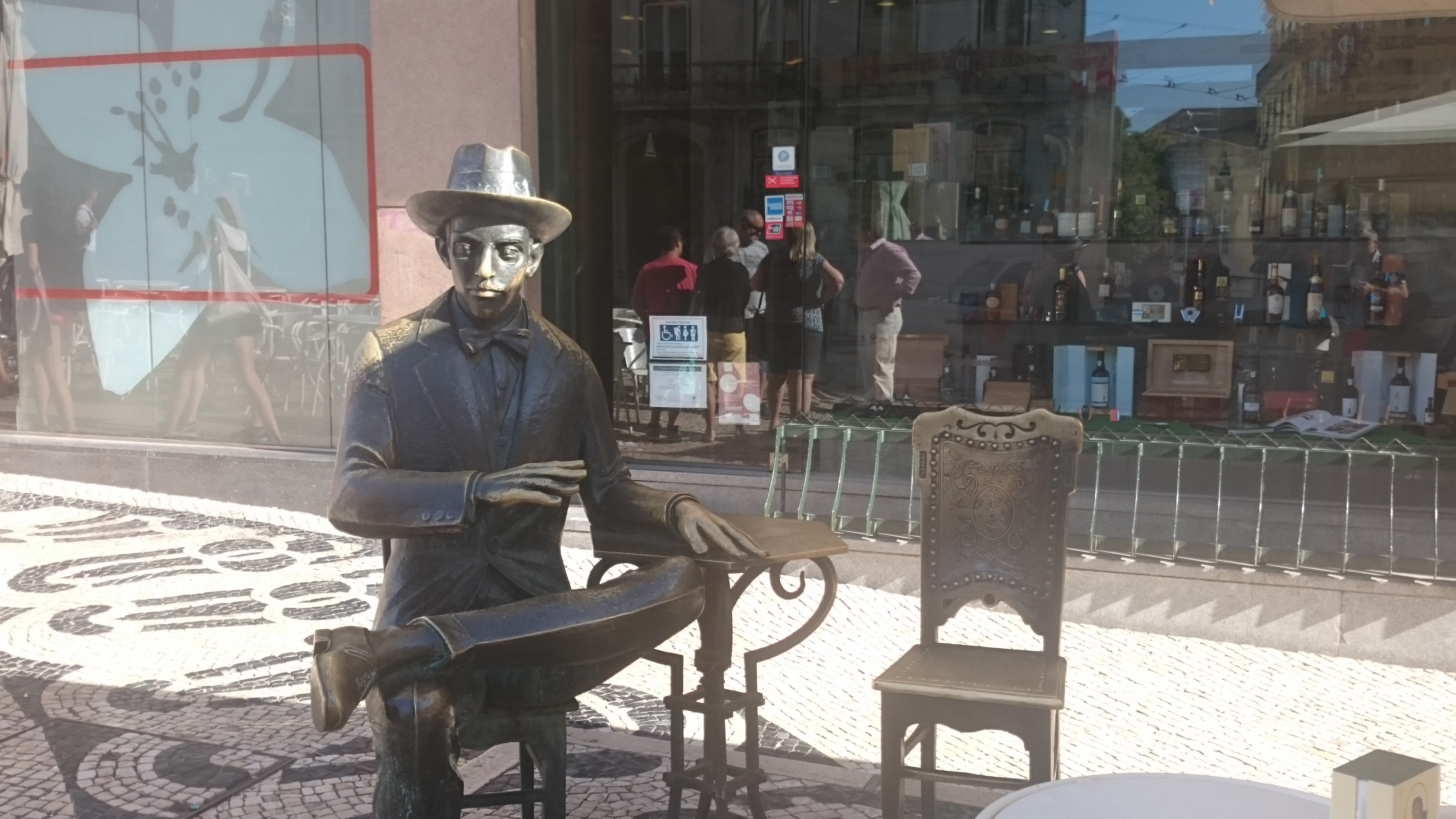Another Of His Favorite Caf�s, A Brasileira Has His Statue On Their  Terrasse You Can Sit Near Pessoa And Take A Picture