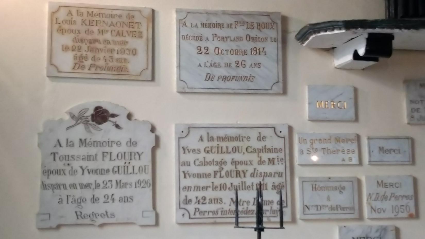 Chapelle_Perros-Hamon_plaques